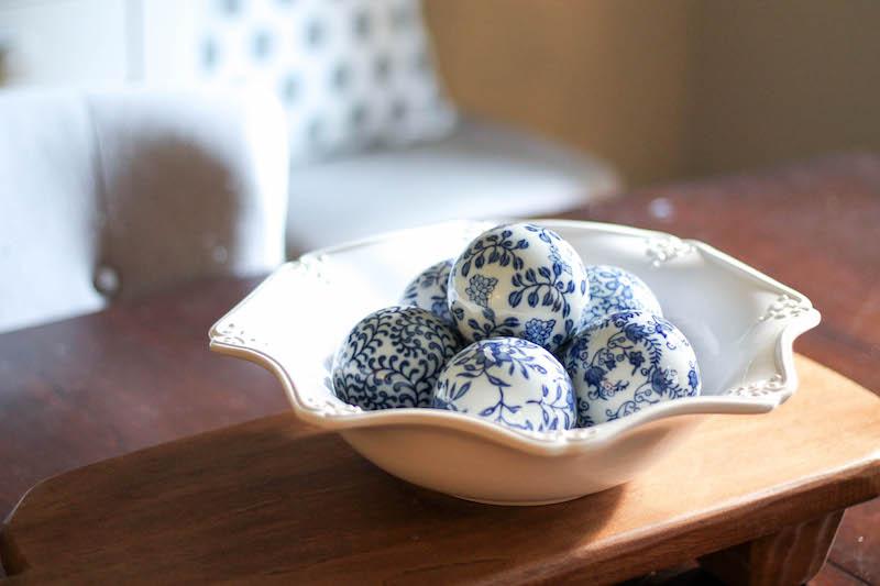 blue-and-white-balls-home-decor